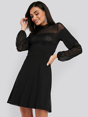 NA-KD Party Mesh Mix Jersey Dress svart