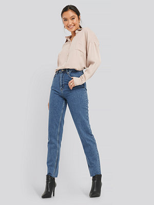 NA-KD Raw Edge Mom Jeans blå