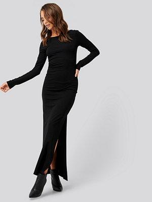 NA-KD Scoop Back Long Sleeve Maxi Dress svart