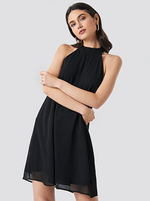 NA-KD Party Halterneck Swing Dress svart