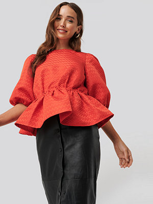 NA-KD Boho Structured Puff Blouse röd