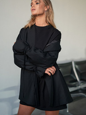 Hanna Schönberg x NA-KD Oversized T-shirt Dress svart