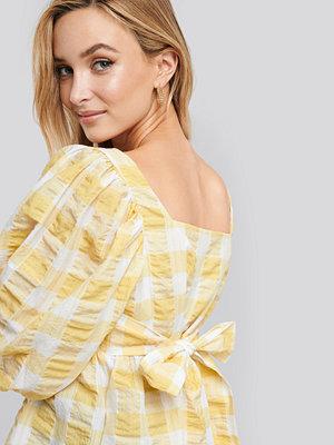 NA-KD Trend Puff Sleeve Smock Blouse vit gul