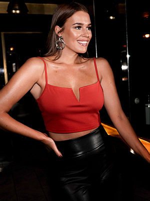 Sara Sieppi x NA-KD V-cut Jersey Top röd