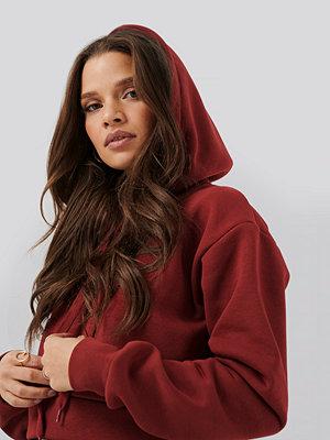 Nicci Hernestig x NA-KD Cropped Hoodie röd
