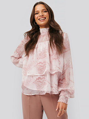 NA-KD Trend Oyster Printed Smocked Blouse rosa