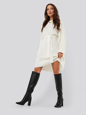 Nicci Hernestig x NA-KD Oversized Tie Knitted Dress vit