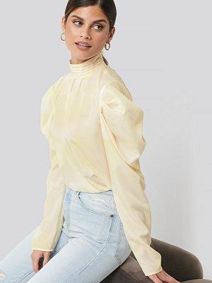 NA-KD Trend Draped Sleeve Blouse gul
