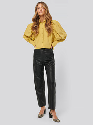NA-KD Trend svarta byxor Leather Pants svart