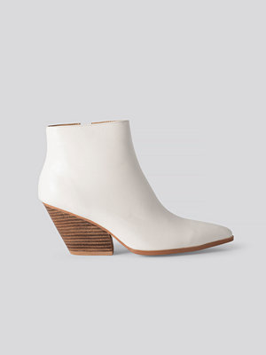 NA-KD Shoes Western Heel Pointy Boots vit