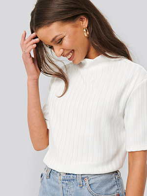 T-shirts - NA-KD Trend High Neck Ribbed Top vit