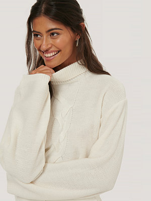 Ivana Santacruz x NA-KD Cropped Cable Detail Knit Sweater vit