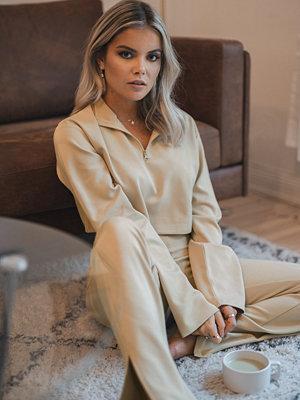 Tröjor - Romy x NA-KD Front Zipper Sweater beige