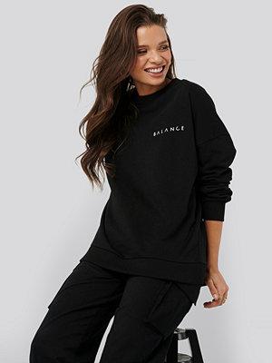 Nicci Hernestig x NA-KD Balance Sweater svart