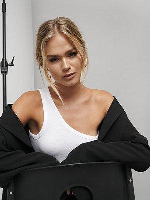 Hanna Schönberg x NA-KD One Strap Singlet vit