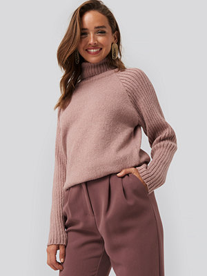 NA-KD High Neck Ribbed Sleeves Sweater rosa