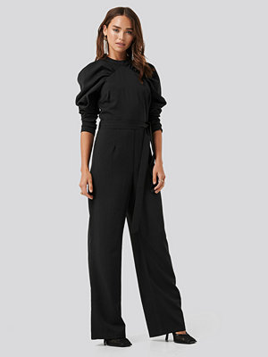 NA-KD Party Gathered Sleeve Jumpsuit svart