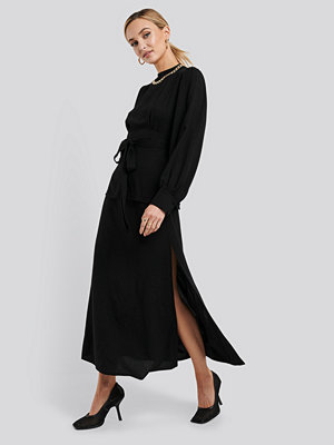 NA-KD Trend High Waist Side Split Midi Skirt svart