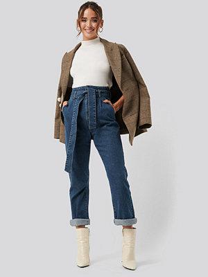 NA-KD Belted Paperbag Turn Up Jeans blå