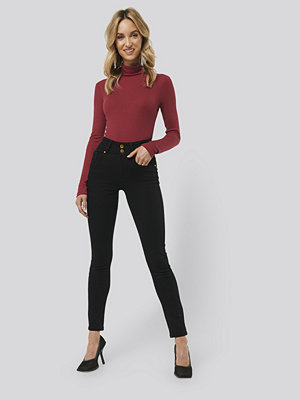 Monica Geuze x NA-KD High Waist Slim Fit Jeans svart