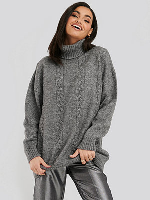 NA-KD Cable Knitted Long Sweater grå