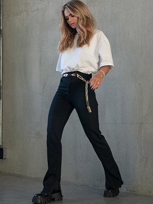 Jeans - Hanna Schönberg x NA-KD Highwaisted Raw Hem Straight Denim svart
