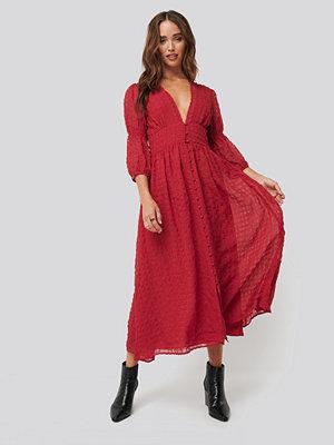 NA-KD Boho V-Shape Flowy Puff Sleeve Dress röd