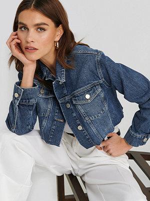 Jeansjackor - NA-KD Trend Short Raw Hem Denim Jacket blå