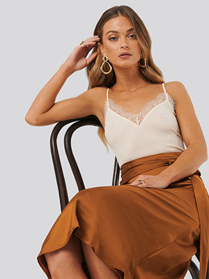 Anna Skura x NA-KD Lace Singlet beige