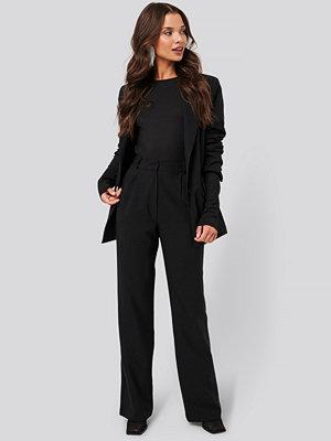 Tina Maria x NA-KD svarta byxor Wide Suit Pants svart