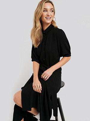 NA-KD Puff Sleeve Belted Midi Dress svart