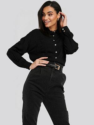 NA-KD Classic Pearl Button Viscose Shirt svart