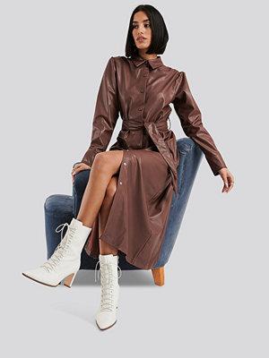 NA-KD Faux Leather Belted Shirt Midi Dress brun