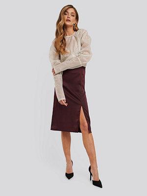 NA-KD Trend Front Slit Satin Skirt röd