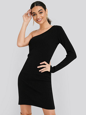 Trendyol Single Sleeve Sweater Dress svart
