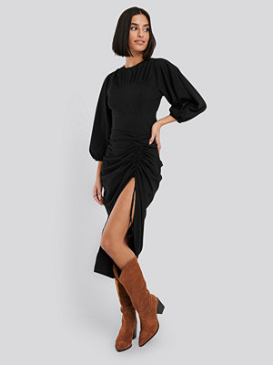 NA-KD Party Gathered Side Split Midi Skirt svart