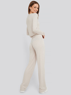 NA-KD Basic vita byxor Soft Ribbed Wide Basic Pants beige