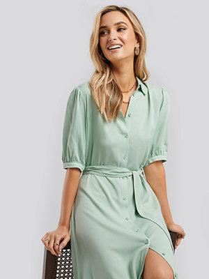 NA-KD Puff Sleeve Belted Midi Dress grön