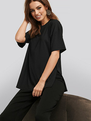 NA-KD Basic Ribbed Oversized Tee svart