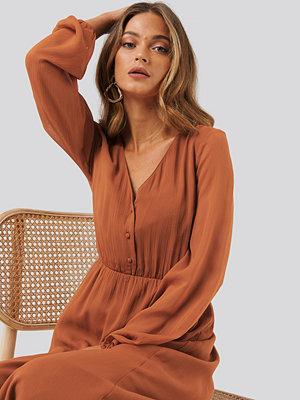 Anna Skura x NA-KD Chiffon Button Detail Dress orange