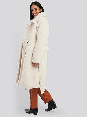 NA-KD Belted Long Teddy Coat vit
