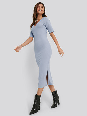 NA-KD Basic Ribbed V-Neck Jersey Midi Dress lila