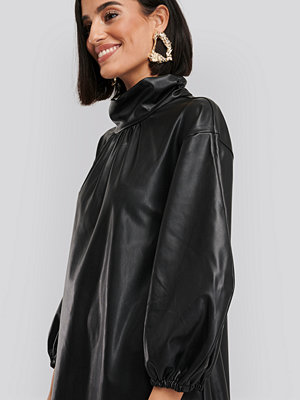 NA-KD Faux Leather Full Volume Mini Dress svart