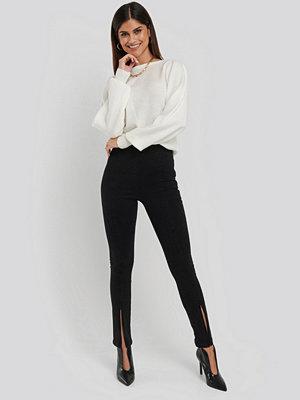 NA-KD Skinny Jeans Med Slits Fram Och Hög Midja svart