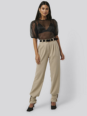 NA-KD Trend omönstrade byxor Closure Suit Pants beige