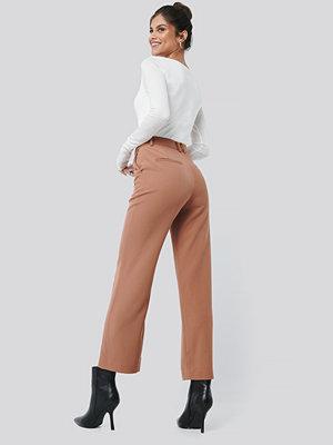 Hannalicious x NA-KD beige byxor High Waist Suit Pants rosa