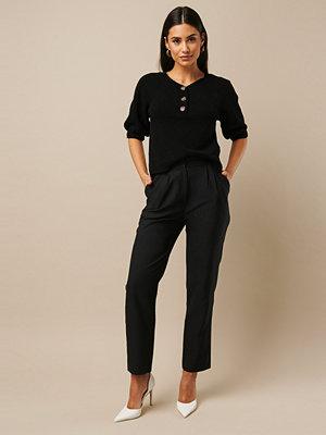 Nicki x NA-KD svarta byxor High Waist Suit Pants svart