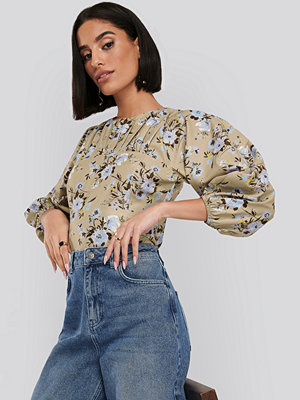 NA-KD Puff Sleeve Gathered Neck Blouse multicolor