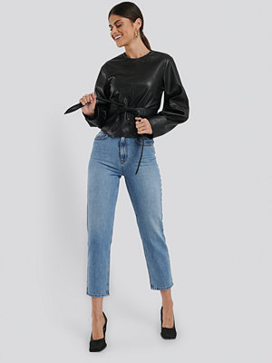 Ivana Santacruz x NA-KD Highwaisted Straight Denim blå