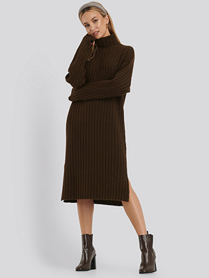 NA-KD Long Rib Knitted Polo Dress brun